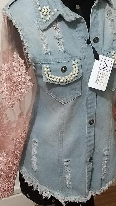 80f7c0b69a Jaqueta Jeans Customizada Com Renda - R  339