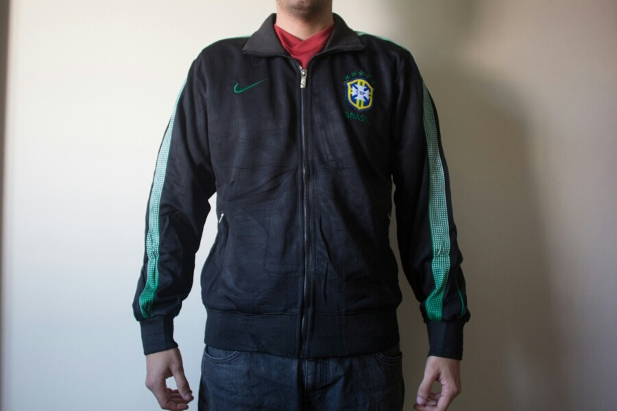 jaqueta seleção brasileira brasil m c capuz nike preta 2018. Carregando  zoom. 735489670b98e