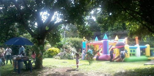jardín para eventos, con espacio techado 04243027200