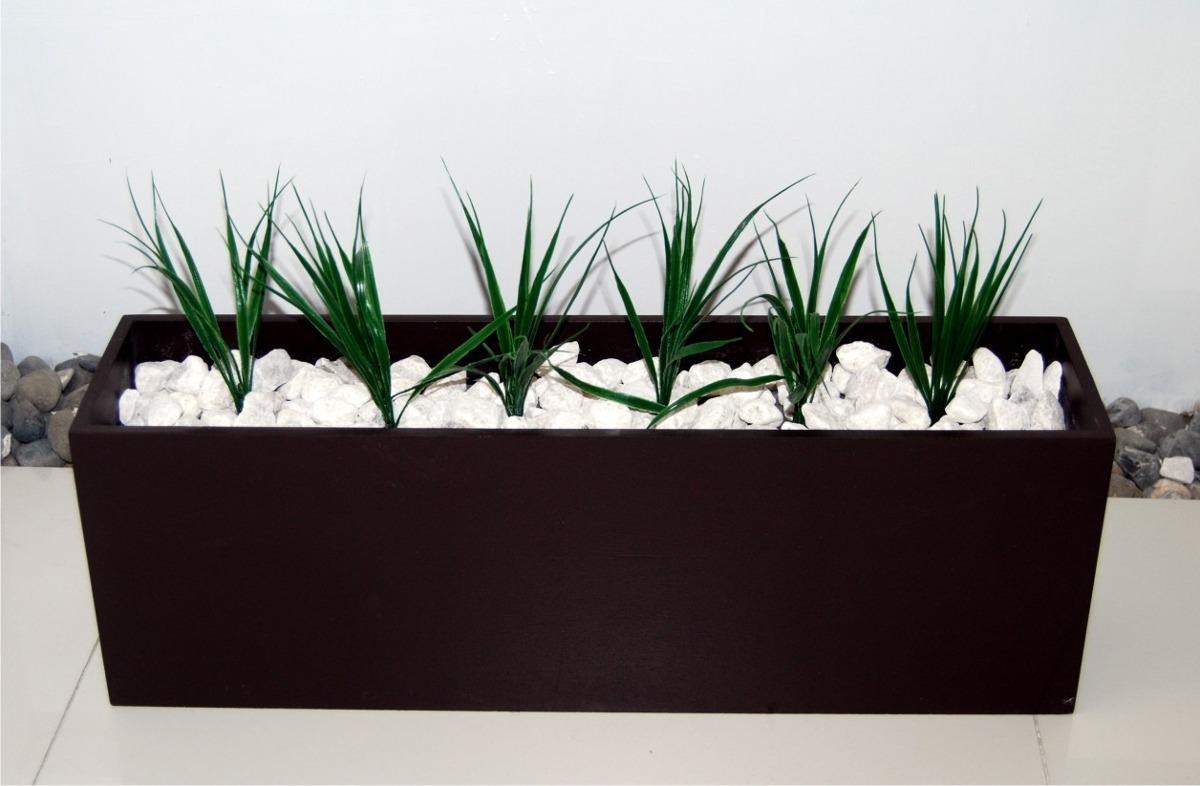Jardinera decorativa minimalista incluye piedras y plantas - Jardineras con plantas ...