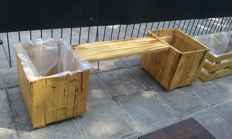 Jardineras con banqueta de pallets palets reutilizados - Jardineras con palets ...
