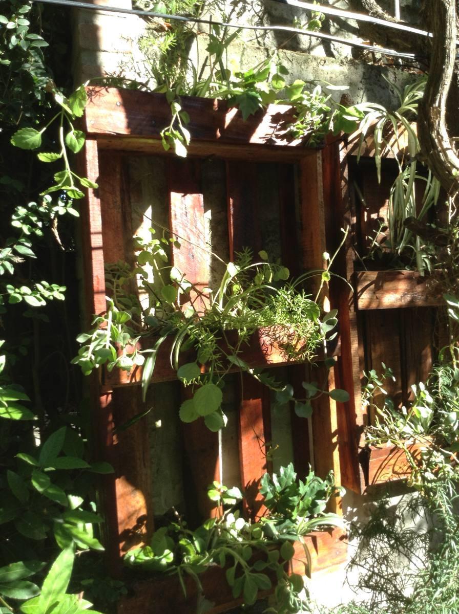 jardines verticales con y sin plantas