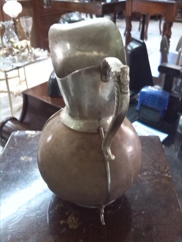 jarra antigua en mate argentino y bordes bronce baño plata