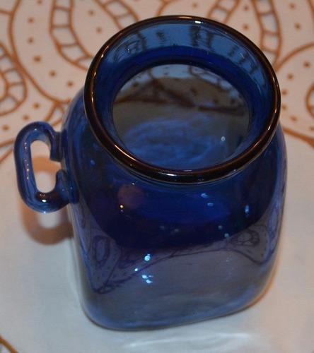 jarra de cristal con diseño especial.