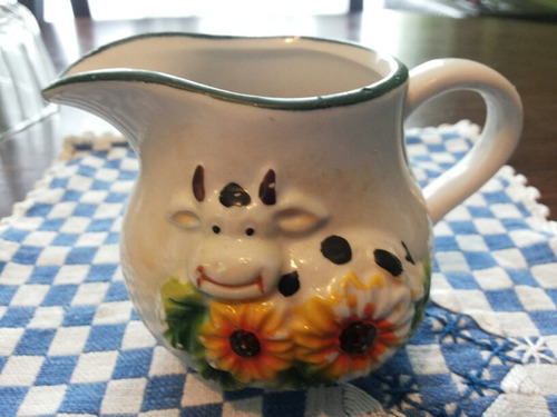 jarrita antigua de cerámica,uso o decoración.