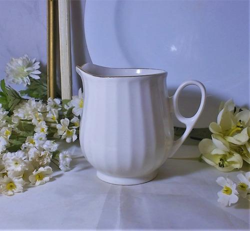 jarro jarro cremero de porcelana  blanca  hermoso 300cc