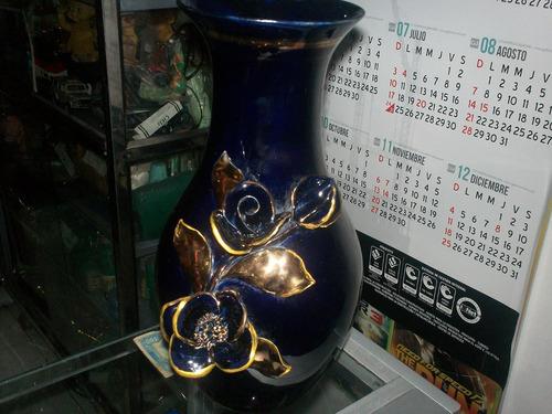 jarron en cristal color azul con dorado antiguo