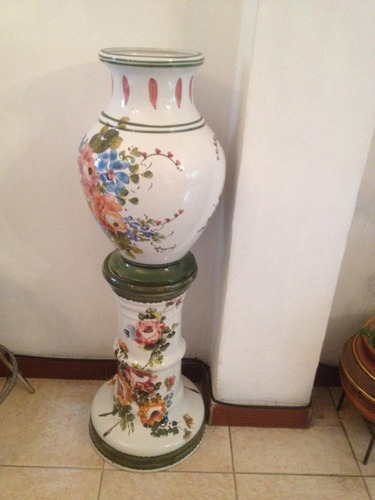 jarrón florero, con pedestal decorativo