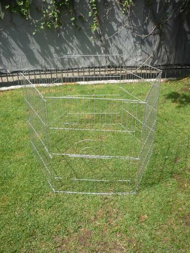jaula o corral grande con puerta