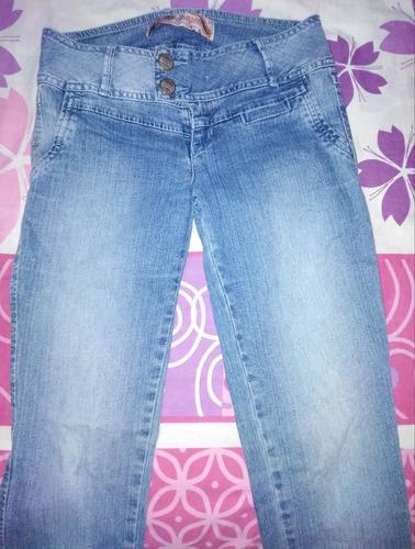 jean azul chaqueta; pantalones; falda