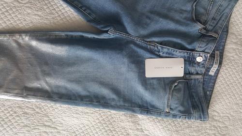 jean con detalle metalizado mar a zara