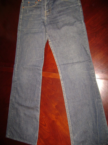 jeans levis, mujer $ 6000.