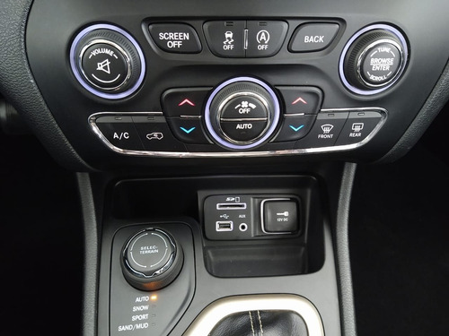 jeep cherokee 3.2 longitude 4x4 v6 24v gasolina 4p