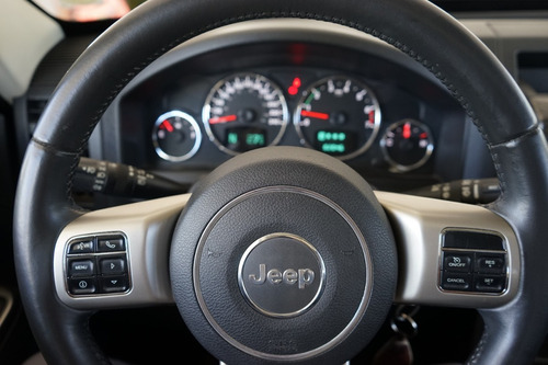 jeep cherokee liberty limited 3.7 4x4 at.
