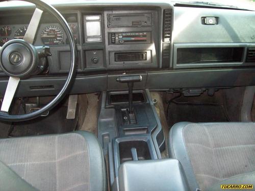 jeep cherokee sedan