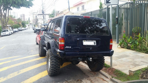 jeep cherokee sport off road
