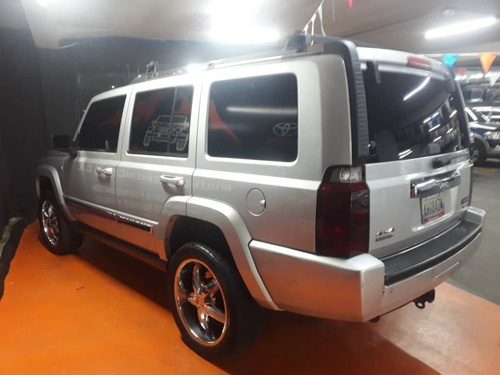 jeep commander .