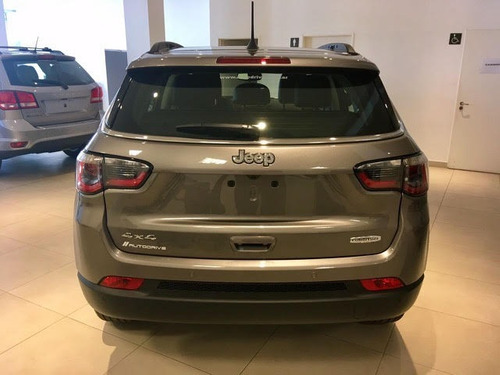 jeep compass longitud plus 9at