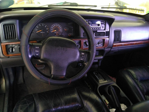 jeep grand cherokee 4.0   $10.900,00 + 2.700,00 div