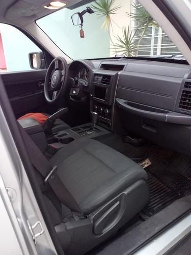 jeep liberty 2012 4x2 sport aut / aa