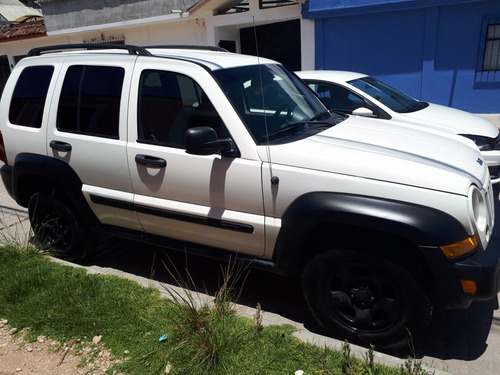 jeep liberty 3.7 sport 4x2 mt 2005