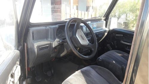 jeep muy bueno 17 km por litro 4x4