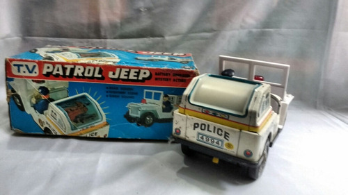 jeep patrulha policial funcionando acende tv e sirene lata
