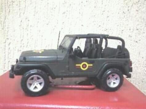 jeep rubicon esc 1/18 maisto