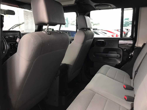jeep wrangler 3.8 sahara 4x4 at 2007