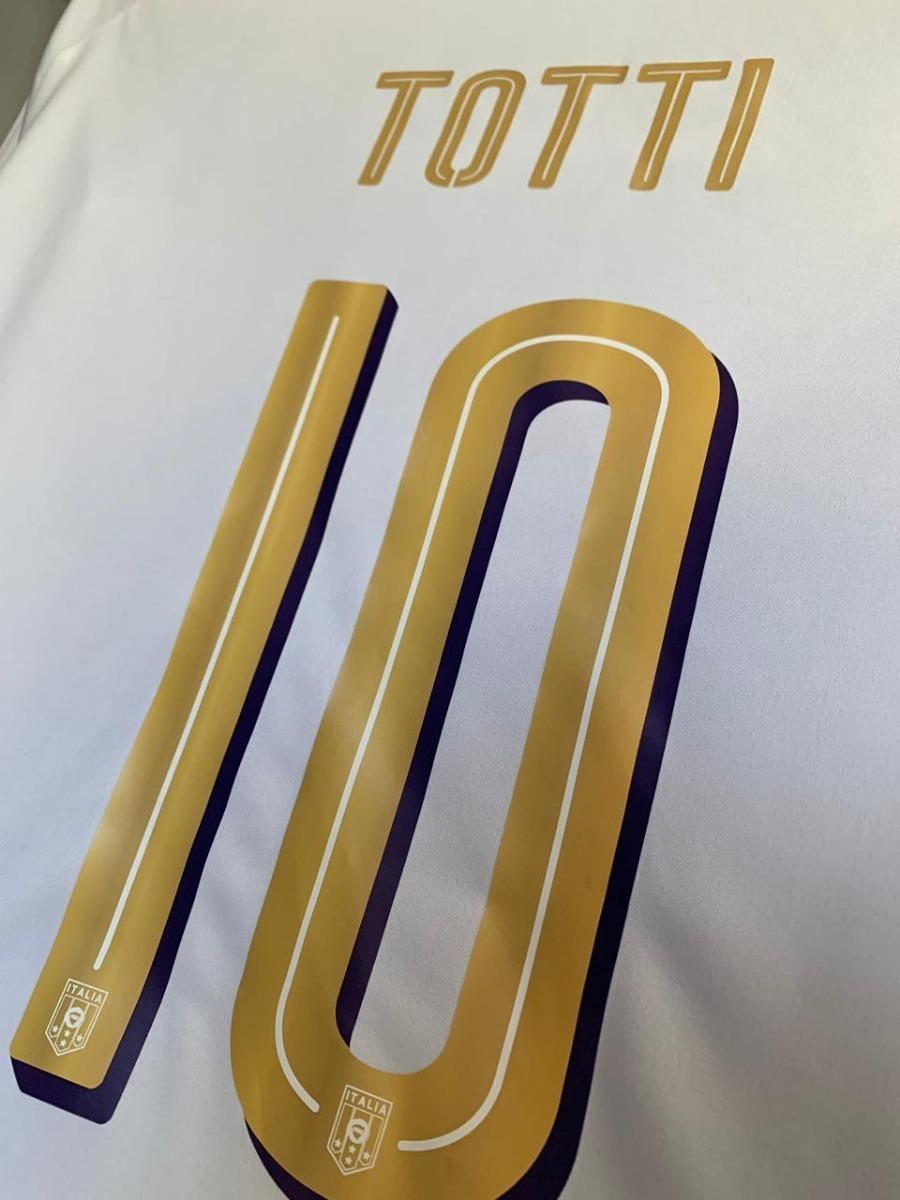 Los hermosos zapatos conmemorativos de Totti
