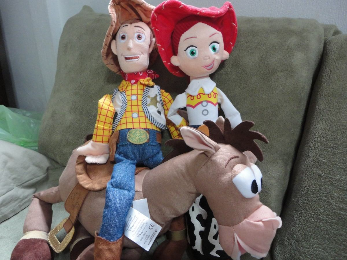 Jessie Do Xerife Woody 43 Cm - Toy Story - Original Disney - R  140 ... ee0e640319c