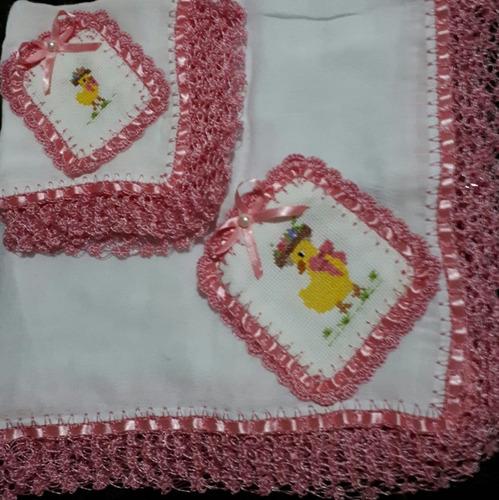 jodo de fraldas bordadas com crochê