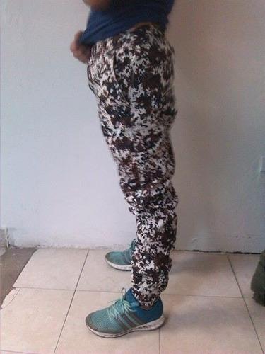 joggers para hombres y mujeres y en variedad de camuflaje