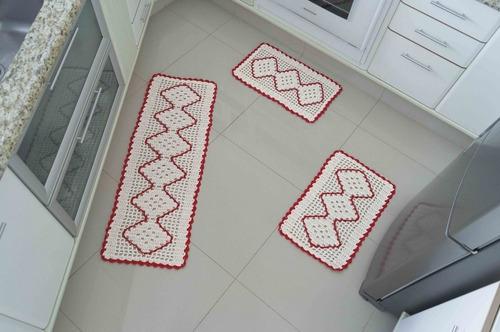 jogo de passadeira em crochê cozinha detalhe vermelho 3 pçs