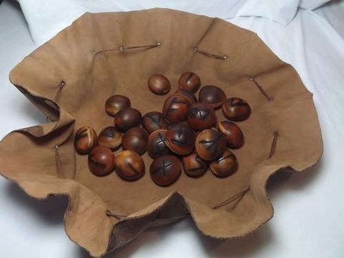 jogo de runa em sementes de olho de boi
