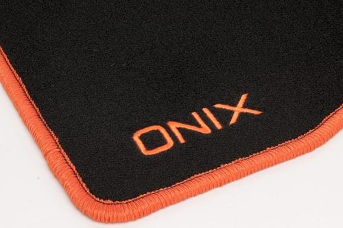 jogo de tapetes em carpete contorno laranja original gm onix