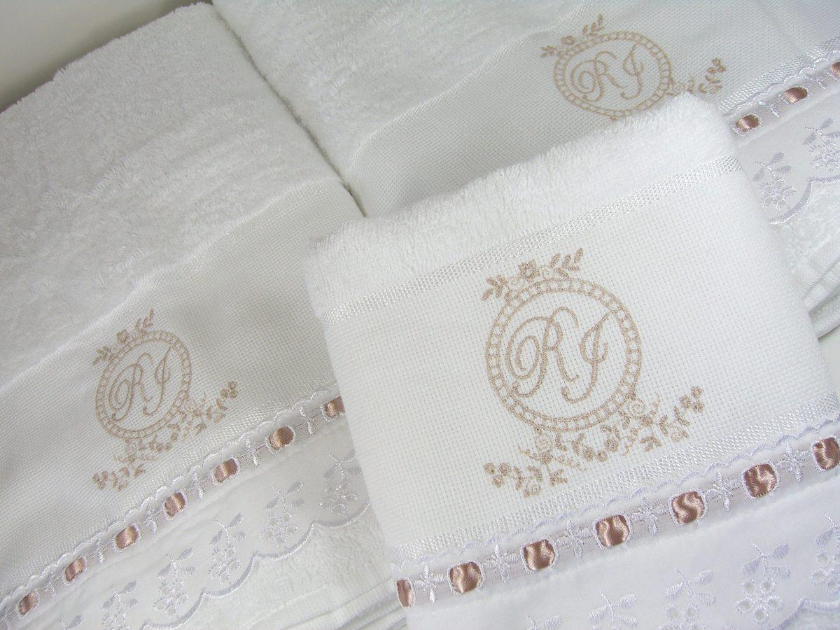 6e7dd3a478 jogo de toalhas banho casal monograma bordada personalizado. Carregando  zoom.