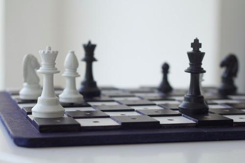 jogo de xadrez adaptado braille para cegos