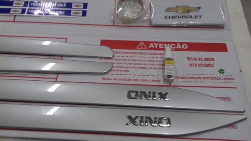 jogo frisos lateral onix prata 13/18 gm 98594056