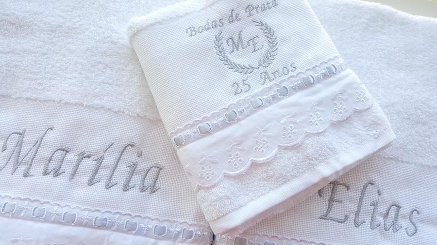 81b5706131 jogo toalhas banho casal bordadas bodas prata personalizado. Carregando  zoom.