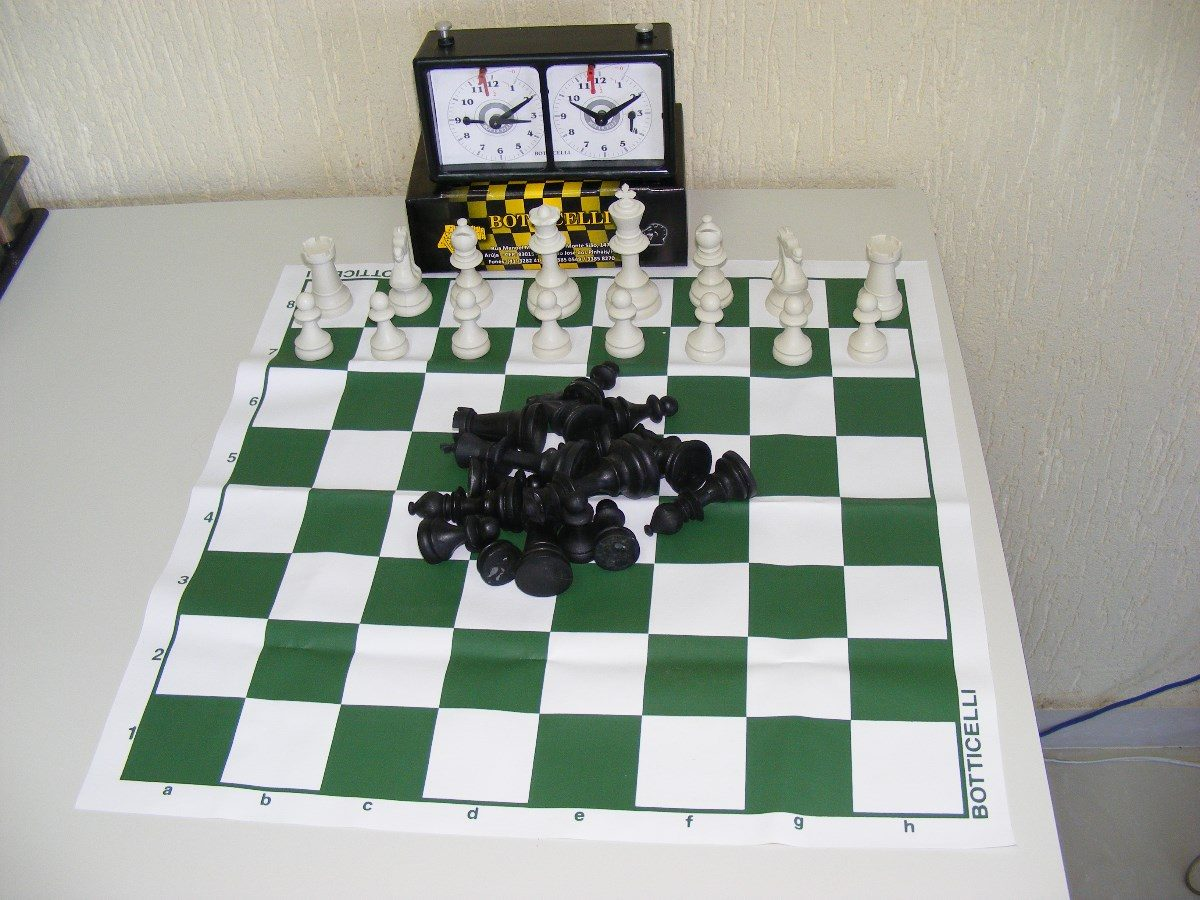 9da995220b3 Conjuto Para Jogo De Xadrez Com Relogio - R  175