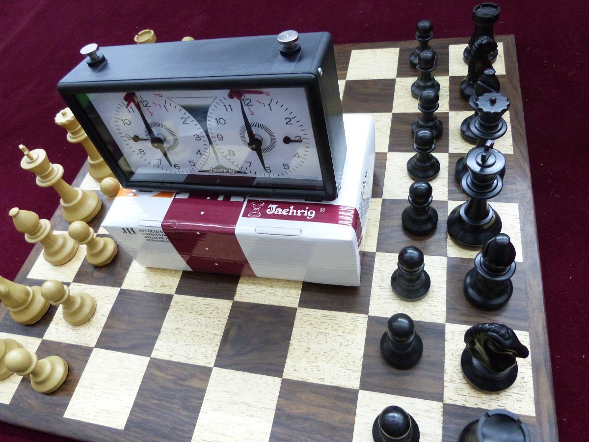 56e4f3c2400 Jogo De Xadrez Super Conjunto Tabuleiro Peças Relógio - R  218