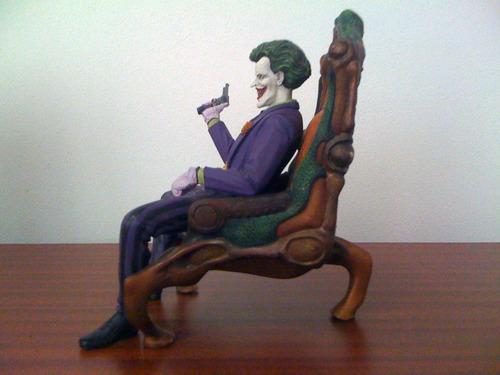 joker en trono estatua de resina pintada a mano (horizon)