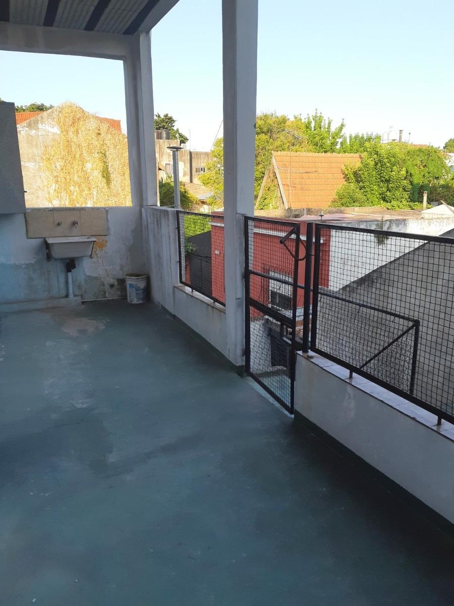 josé león suarez. venta ph 2 ambientes en 1° piso. excelente