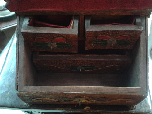 joyero antiguo en madera cedro hindú