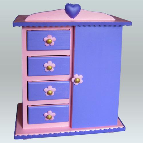 joyero en forma de armario para el cuarto de las niñas