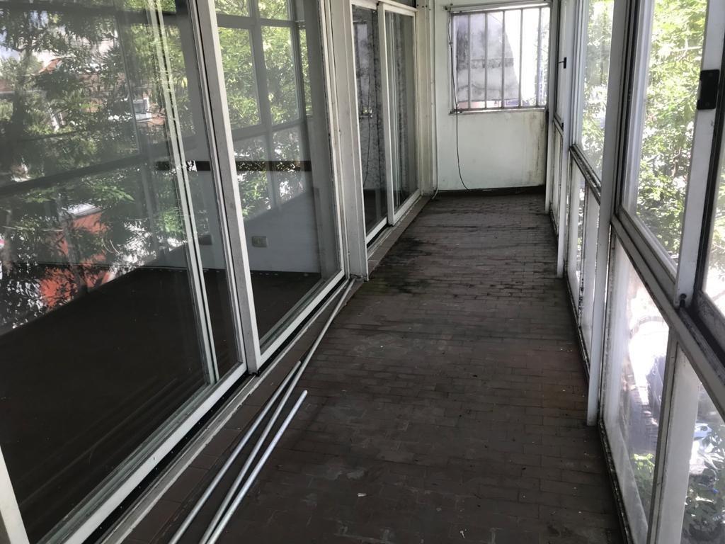 juan b. alberdi 3200 floresta local c/vivienda 3 plantas balcón terraza.