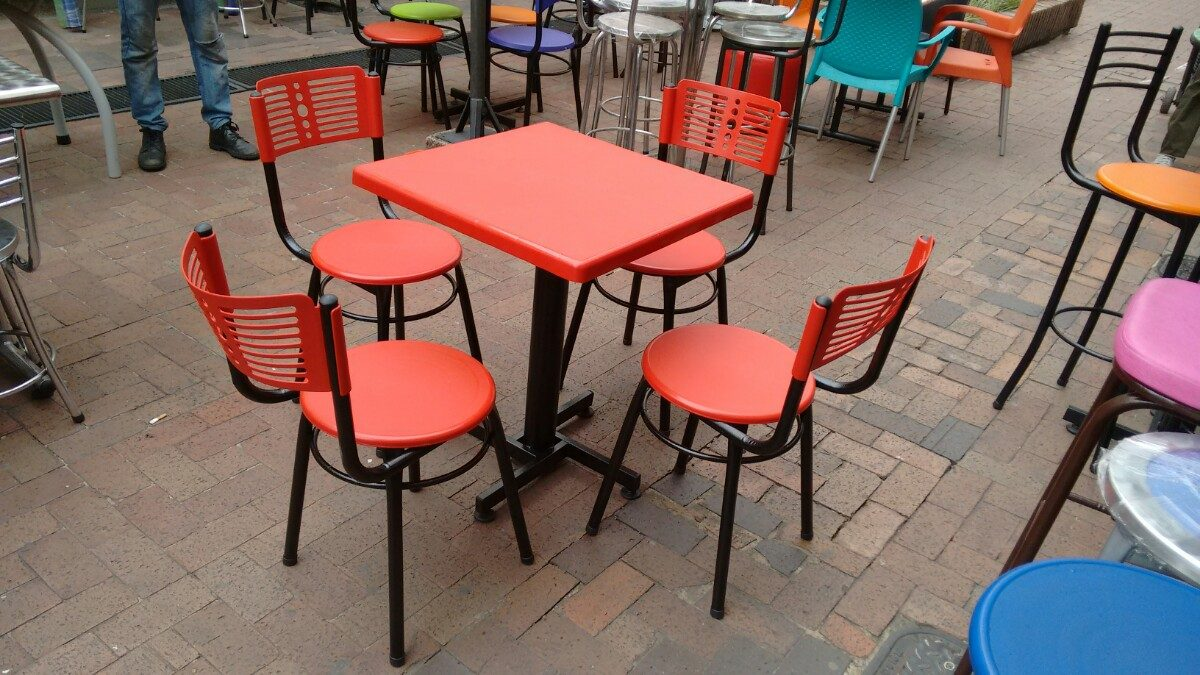 Juego 4 sillas karla y mesa plastico para restaurante y for Mesas de restaurante precios