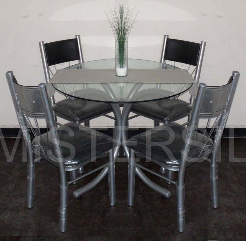 Mesas redondas con sillas for Sillas cristal