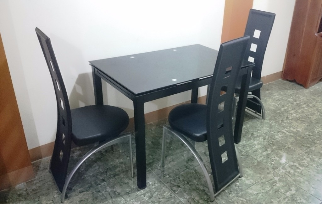 Juego comedor de vidrio templado con 3 sillas dise o - Sillas de comedor usadas ...